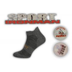 Športové tmavé ponožky s pätičkou