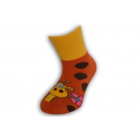 Krásne detské ponožky so žirafou - tehlové