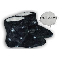 Čierne kožušinkové  papučky s bodkami