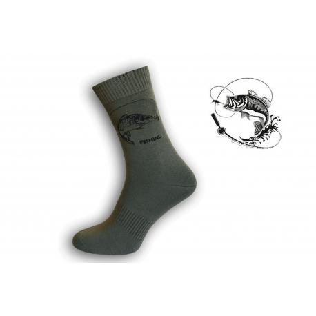 Zelené ponožky pre rybára s kaprom