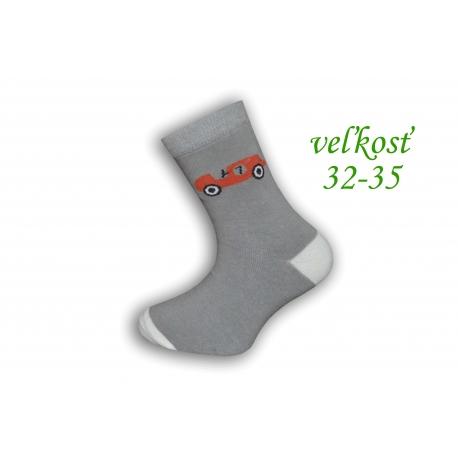 Sivé chlapčenské ponožky s autom