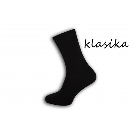 Klasické čierne vysoké ponožky s jemným lemom pre muža