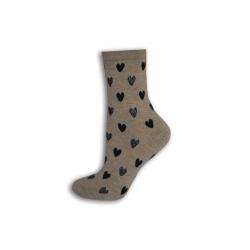 Béžové ponožky so srdiečkami
