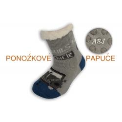 Huňaté ponožkové papuče s autom - sivé