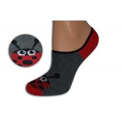 Šedo-červené neviditeľné ponožky s lienkou