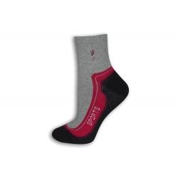 95%-né bavlnené športové ponožky. Fuxiové.