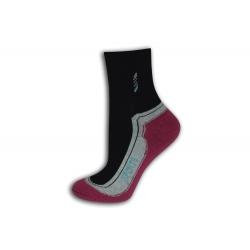 95%-né bavlnené športové ponožky. Vínové.